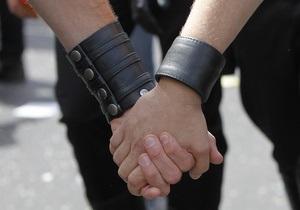 В Севастополе 17-летний бомж-гей разбил любовнику костылем голову