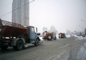 К уборке снега в Киеве привлечена вся коммунальная техника