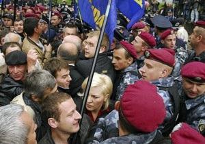 Беркут не дает оппозиции проводить акции возле дворца Украина, где выступит Янукович