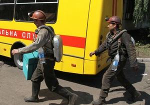 В Енакиево спустя 36 часов спасли оказавшихся под завалом горняков