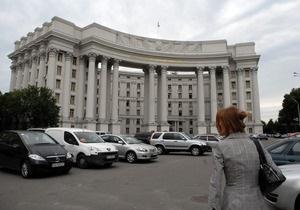 Посольство России требует от Украины расследовать кражу мемориальной доски Столыпину