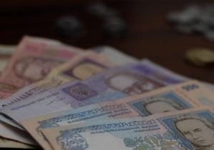 За полгода до выборов Янукович поручил повысить пенсии на 100 гривен
