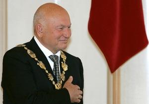 Лужков сообщил, что увез дочерей из России