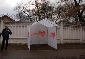 Суд запретил ставить палатки возле Качановской колонии