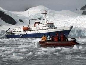У берегов Антарктиды сел на мель аргентинский круизный лайнер
