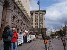 Киевляне и питерцы провели акцию под зданием мэрии