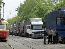 Пока Черновецкий в отпуске, фурам разрешили въезжать в Киев днем