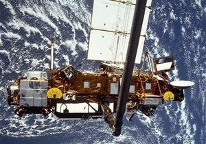 NASA полагает, что обломки неуправляемого американского спутника упали в Канаде