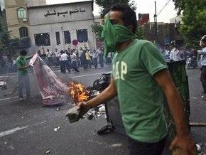 Ахмадинежад переизбран на пост президента Ирана. В столице происходят столкновения полиции и оппозиционеров