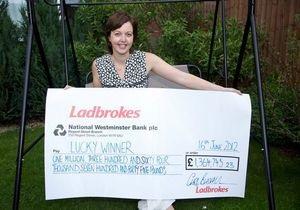 Англичанка выиграла в лотерею $2 млн, пока ее бойфренд смотрел матч Евро-2012