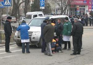 В центре Симферополя гаишник попал под колеса внедорожника