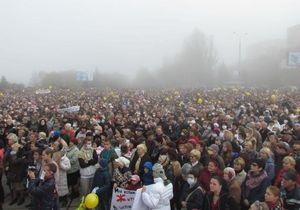 Многочисленные протесты вынудили компанию Ахметова остановить фабрику на заводе в Мариуполе
