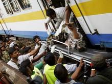 В переполненном поезде в столице Шри-Ланки прогремел взрыв