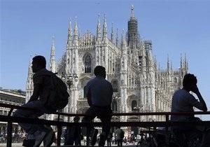 Новости Италии: Итальянец приземлился с парашютом мна центральной площади Милана