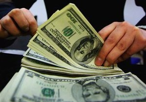 Межбанк открылся резким ростом курса доллара