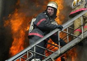 В Киеве во время пожара спасли мужчину, застрявшего в лифте
