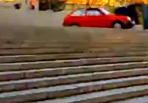 Житель Одессы спустился по Потемкинской лестнице на Таврии