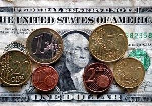 Курс валют: евро открывает неделю падением