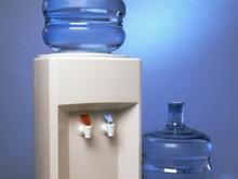 Кулером для воды можно пользоваться не только на работе