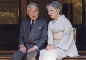 Император Японии впервые посетил территории, разрушенные в результате землетрясения