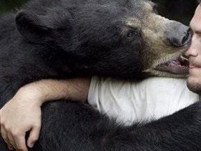 Медведь атаковал группу туристов на автобусной остановке в Японии