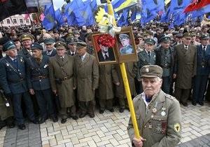 Мариупольские депутаты призвали Януковича лишить Бандеру и Шухевича званий Героя