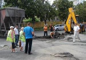 В Киеве провалился 25-метровый участок дороги