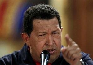 Чавес усомнился в святости Папы Римского