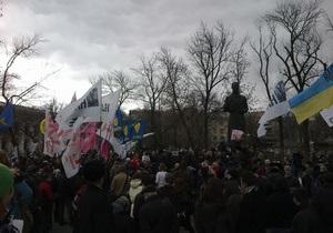 новости Киева - Гостиный двор - Под Гостиный двор стягивают милицию: активисты насчитали 25 автобусов с Беркутом