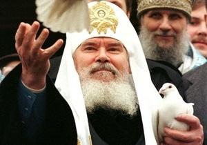 В московских храмах почтили память Алексия II