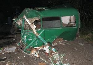 В Черниговской области микроавтобус столкнулся с ЗИЛом: двое погибших