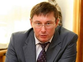 Луценко заявил о задержании регионала при получении взятки. Лавринович опроверг его слова