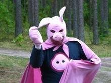 Человек-Свинья отпразднует победу над пластиковыми пакетами