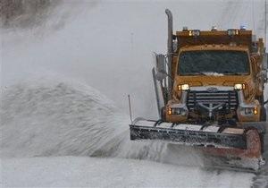 Число жертв снегопадов, обрушившихся на США, возросло до десяти человек