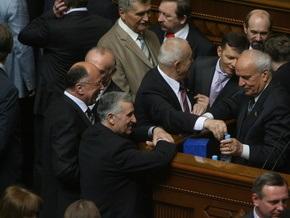 БЮТ опередил Партию регионов и заблокировал трибуну парламента