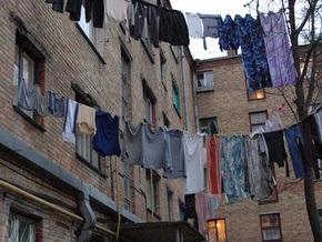 В Киеве в жилом доме рухнул бетонный навес