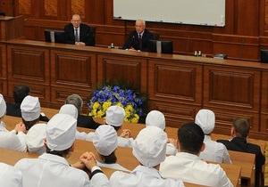 Азаров стал почетным профессором медуниверситета имени Богомольца