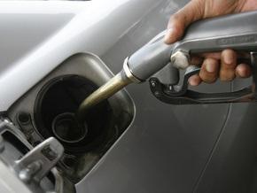 На выходных в Украине подорожал бензин
