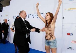 Femen в Берлине провели акцию перед выступлением Ангелы Меркель