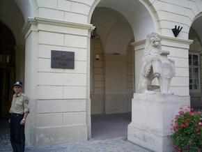 Неизвестные ограбили Львовский горсовет