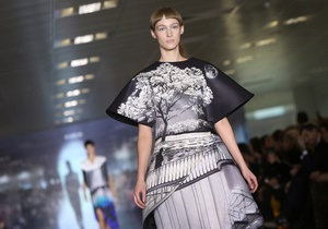 Фотогалерея: London Fashion Week. Коллекции Unique, Mary Katrantzou, Matthew Williamson и Paul Smith
