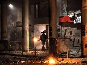 Неизвестные подожгли банк в Афинах
