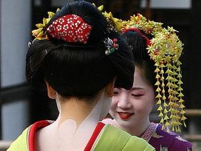 Японцы обеспокоились охотой туристов на гейш