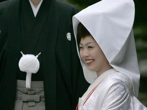 Японцы начали покупать для свадеб фальшивых друзей и родственников
