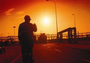 Нефть дешевеет из-за опасений слабого спроса летом