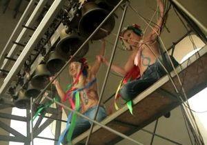 FEMEN протестовали против запрета абортов на колокольне Софийского собора