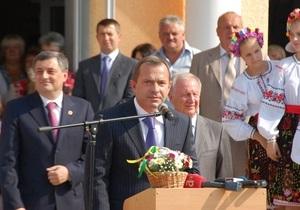 Клюев сыграл со школьниками в футбол