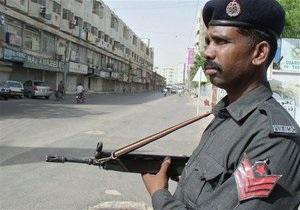 В Пакистане смертник врезался в полицейский участок: 18 погибших