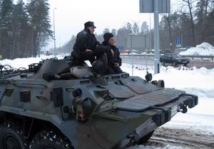 БТРы - погода - движение транспрорта - БТРы Внутренних войск дежурят на Одесской и Житомирской трассах до улучшения погоды