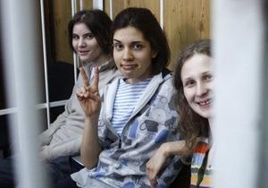 Участницы Pussy Riot обратились с просьбой оставить их отбывать наказание в московском СИЗО